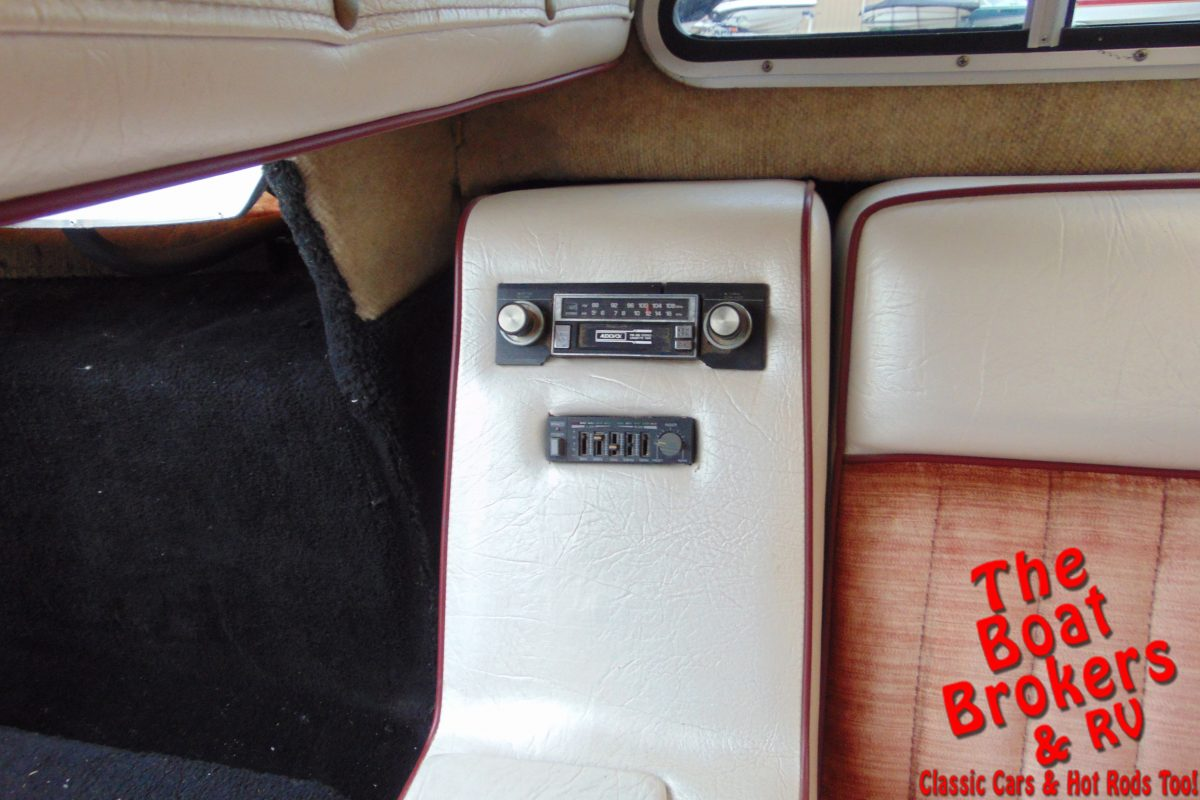 1983 SLEEKCRAFT EXECUTIVE CLOSED BOW BOAT