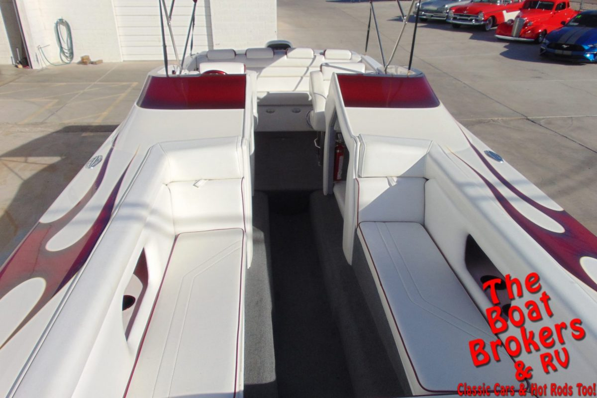2002 ULTRA SHADOW BR 27' OPEN BOW