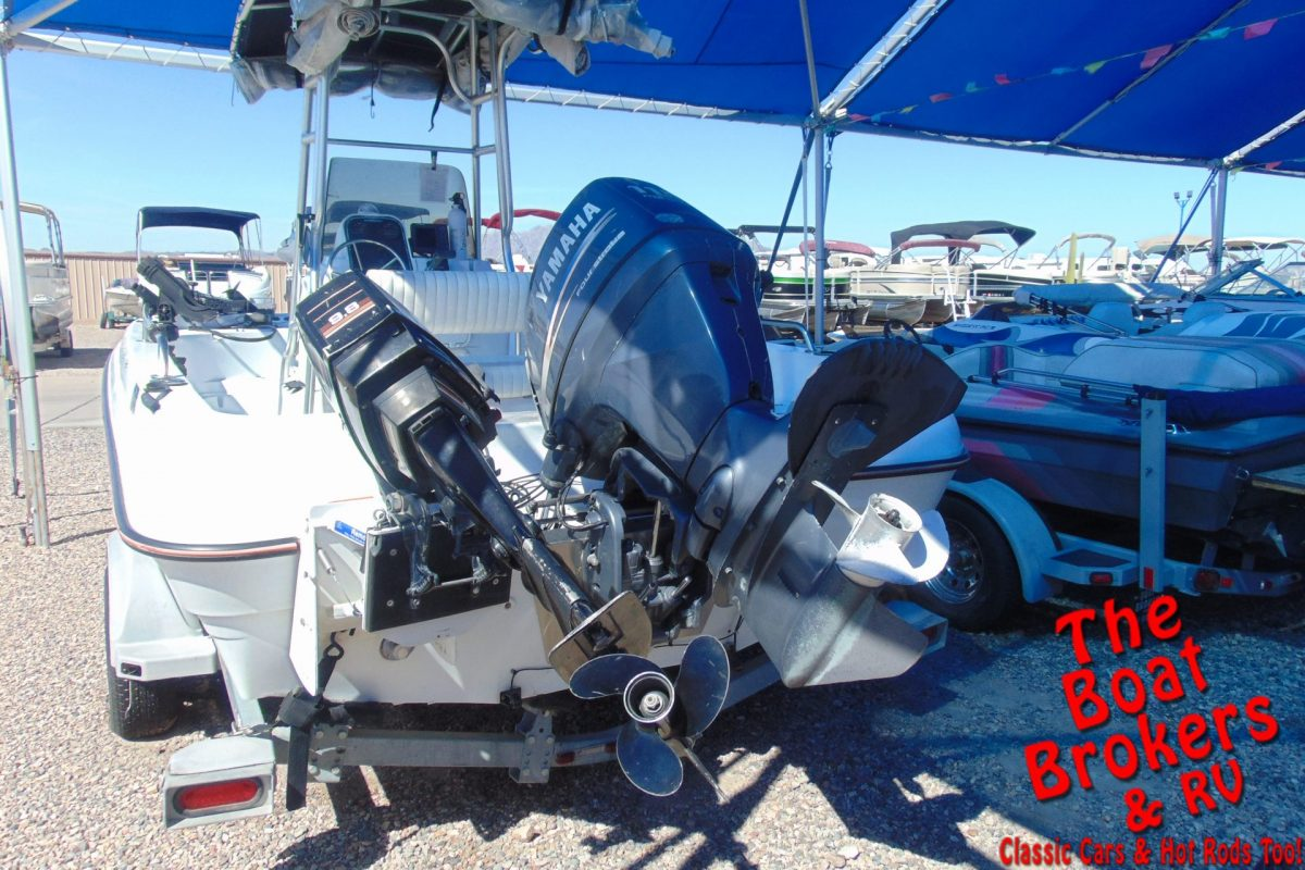 2003 TRIUMPH 190 BAY 19' FISHING BOAT