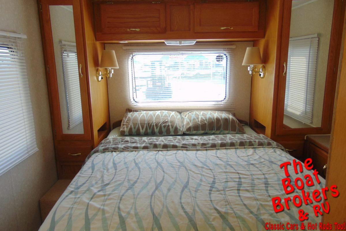 2000 GULFSTREAM ULTRA SUPREME 31' MOTOR HOME