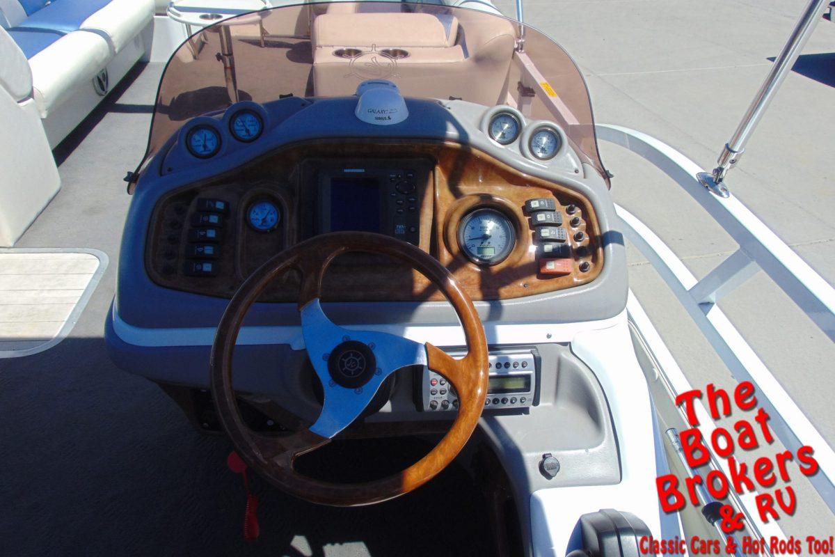 2007 JC MFG 266 TriToon 26'
