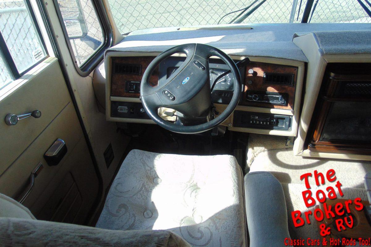 """1995 ALLEGRO TIFFEN 33′ MOTORHOME"