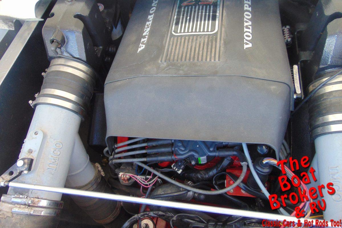 2005 JC CLASSIC 266 TriToon 26'