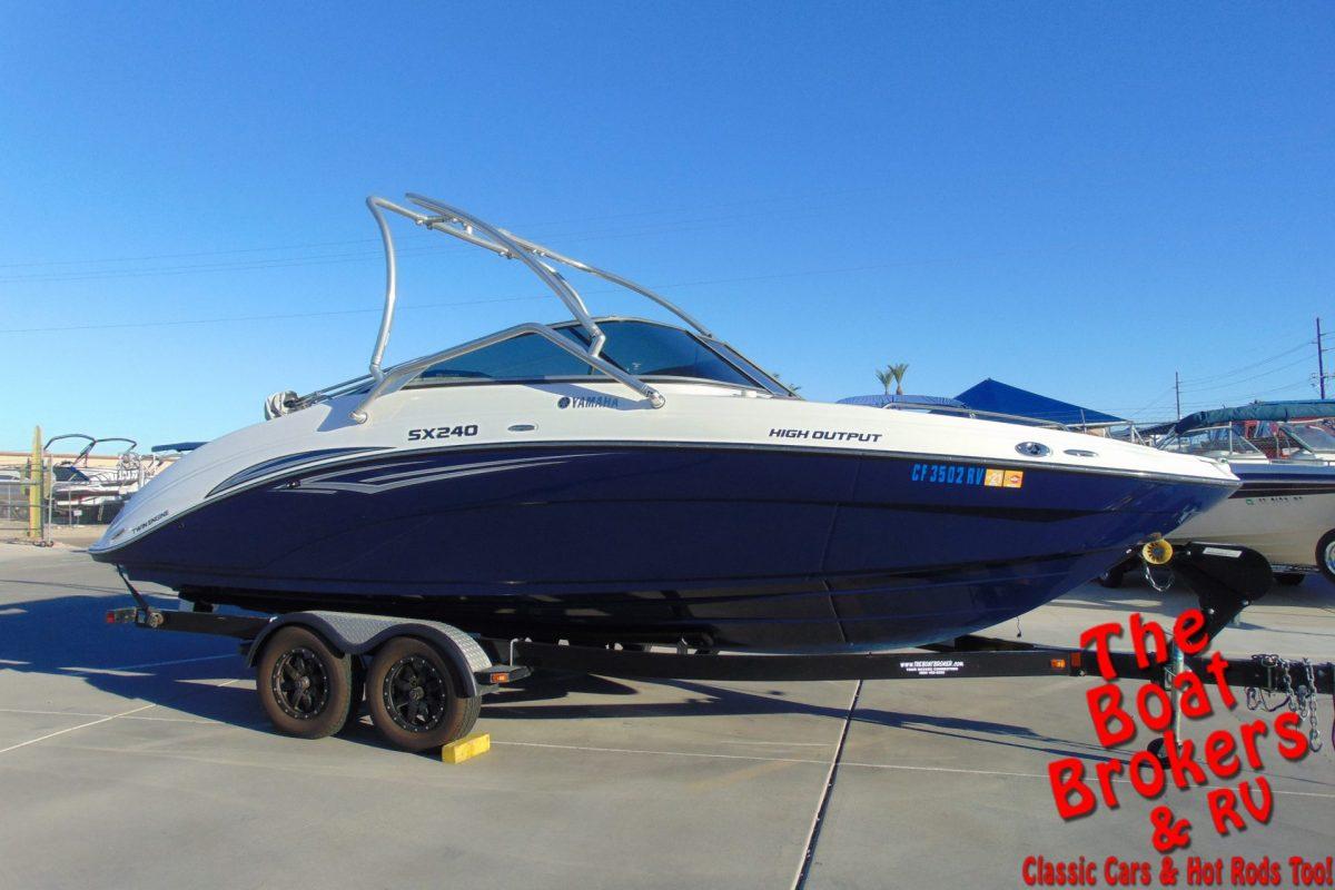 2011 YAMAHA SX 240 HO OPEN BOW BOAT