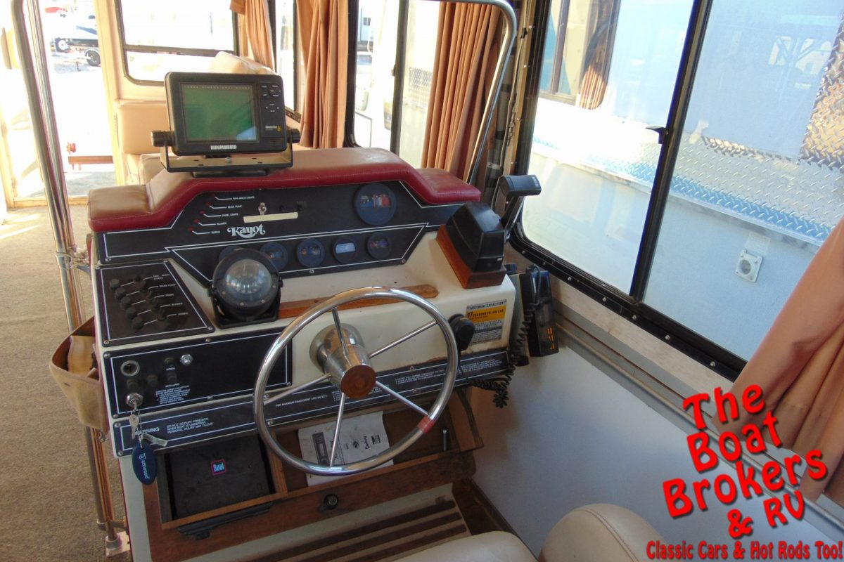 1988 KAYOT HOUSE BOAT 28' TRIPLE TUBE PONTOON