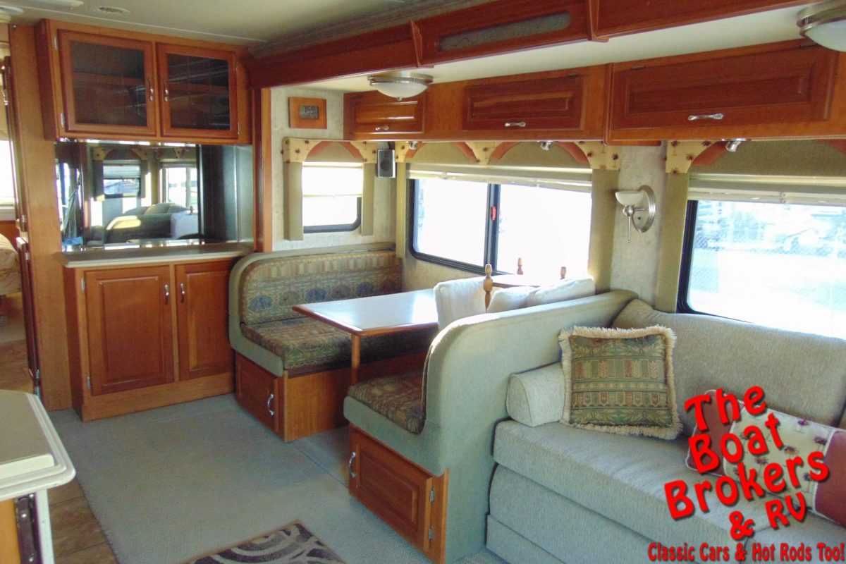 2006 NATIONAL DOLPHIN 35' MOTORHOME