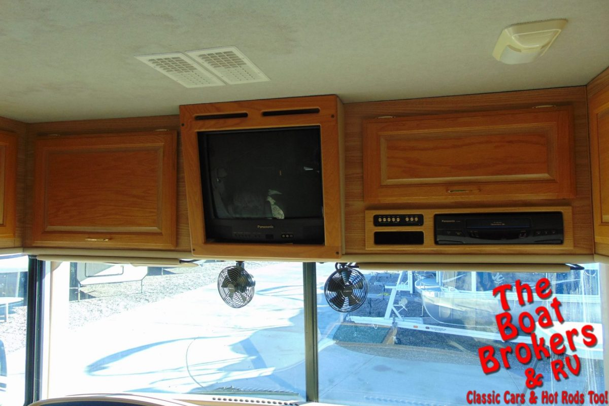 2000 FLEETWOOD BOUNDER 31' MOTORHOME