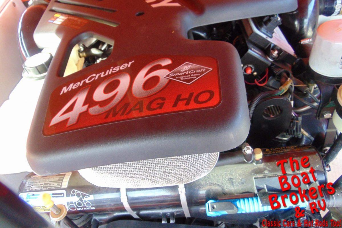 2004 DOMN8TOR DECK BOAT 28'
