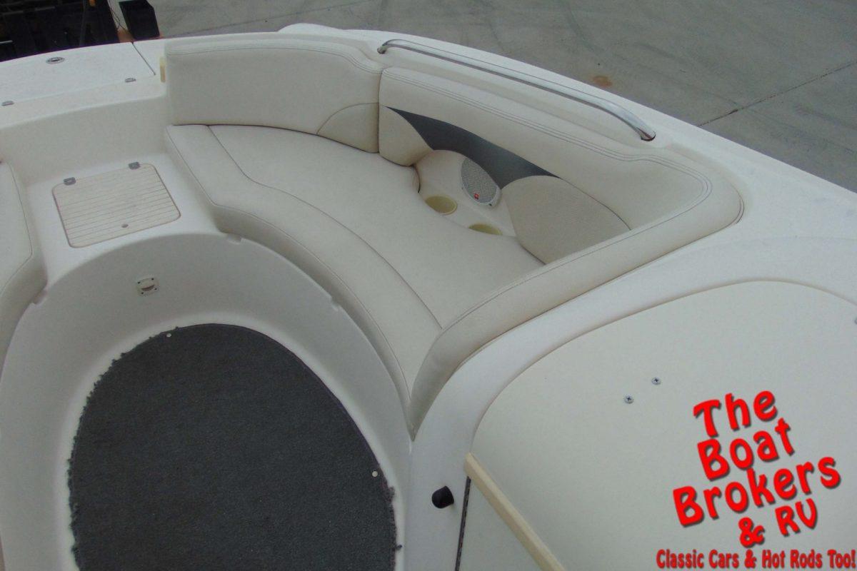 2004 CHAPARRAL 232 SUNESTA DECK BOAT
