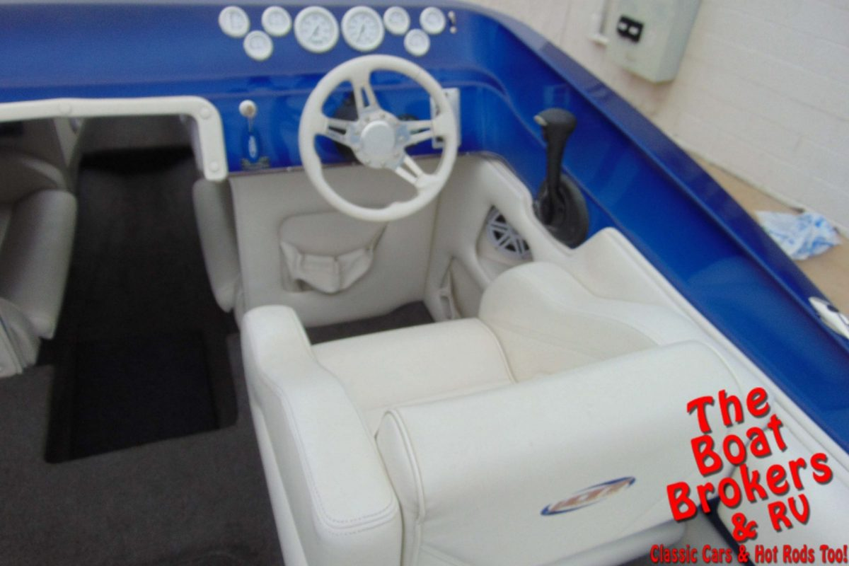 2004 ULTRA STEALTH 24' MID CUDDY OPEN BOW BOAT