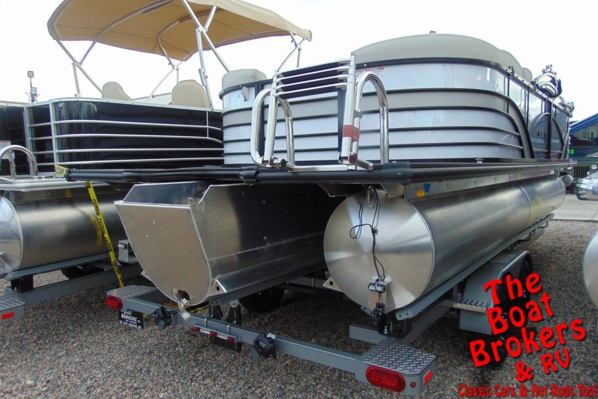 2019 SYLVAN MIRAGE 22' TRIPLE TUBE BOAT