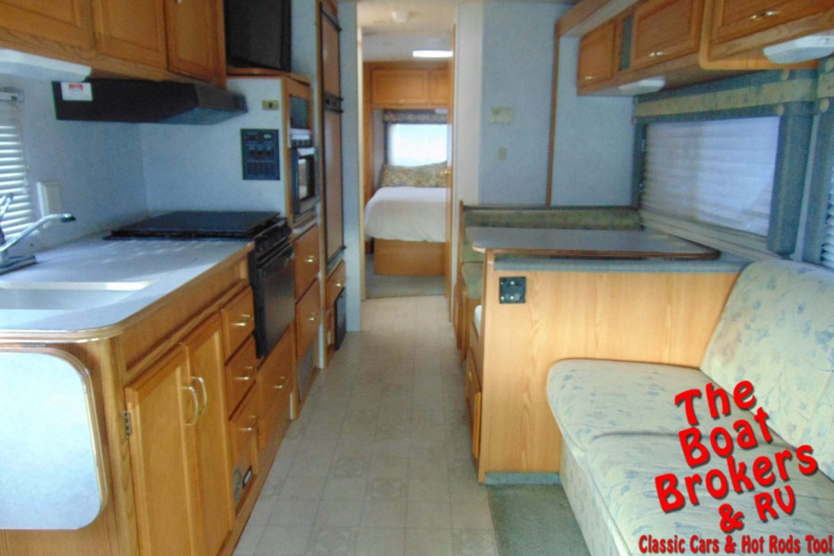 2003 WINNEBAGO MINNIE 31'
