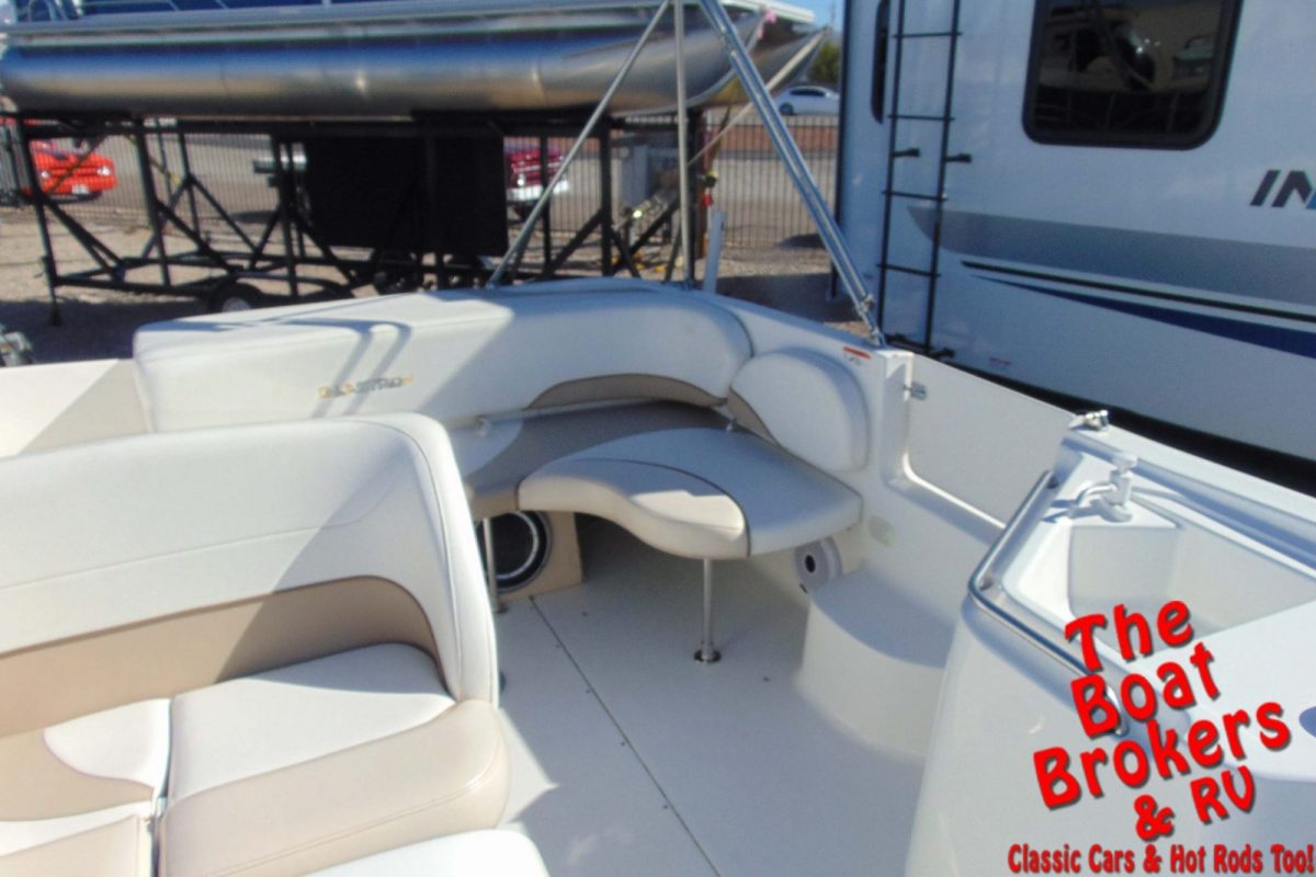 2004 GLASTRON DX 215 DECK BOAT