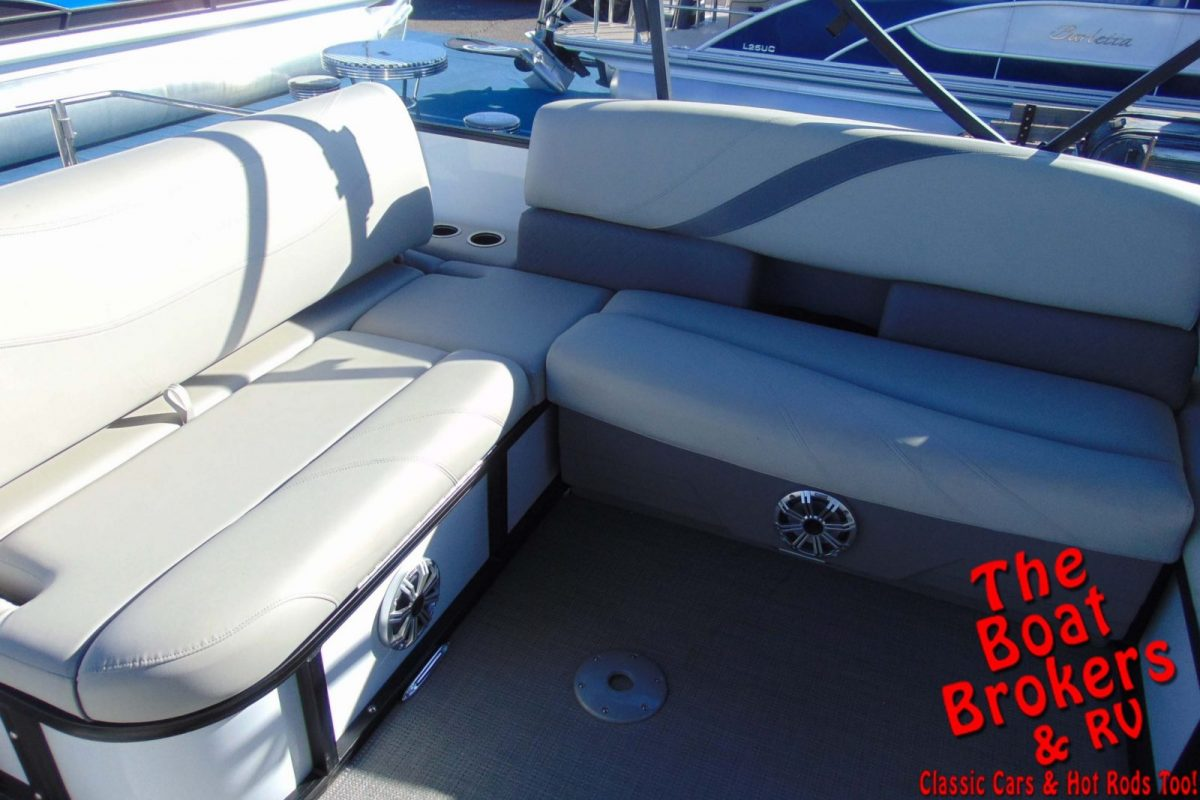 2019 SYLVAN MIRAGE 24' TRIPLE TUBE BOAT