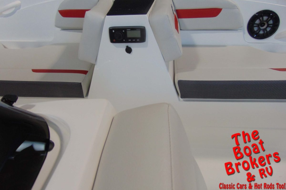 2020 HURRICANE 18.5' DECK BOAT - Red