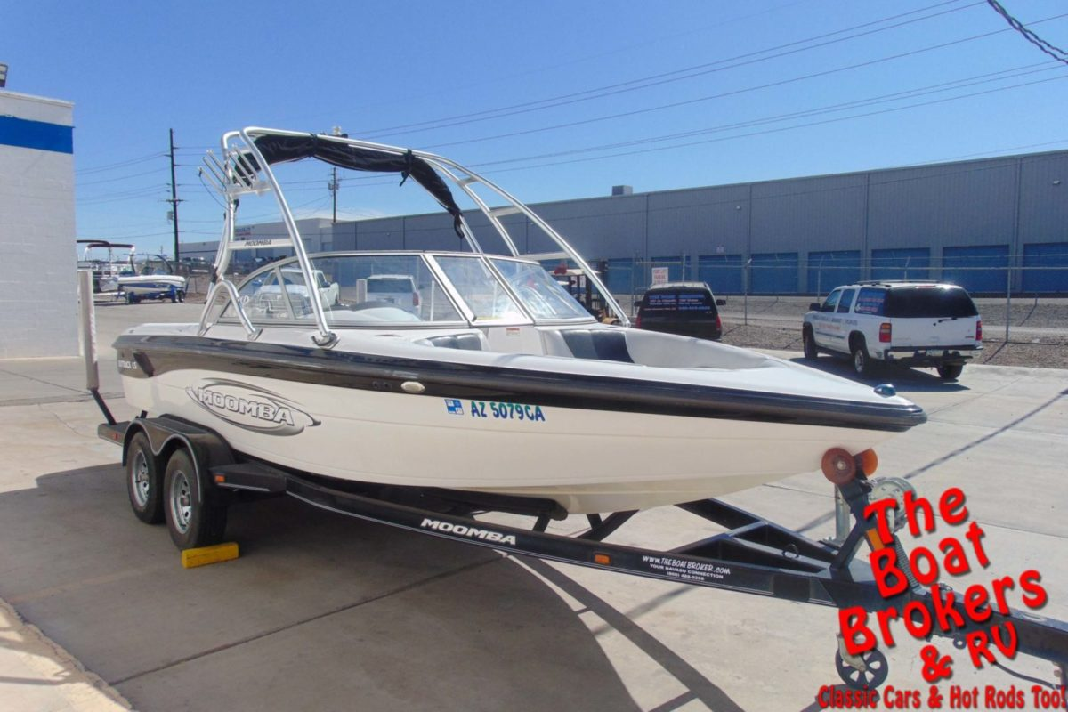 2005 MOOMBA OUTBACK WAKE BOAT OPEN BOW