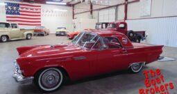 1957 FORD T-BIRD CLASSIC CAR